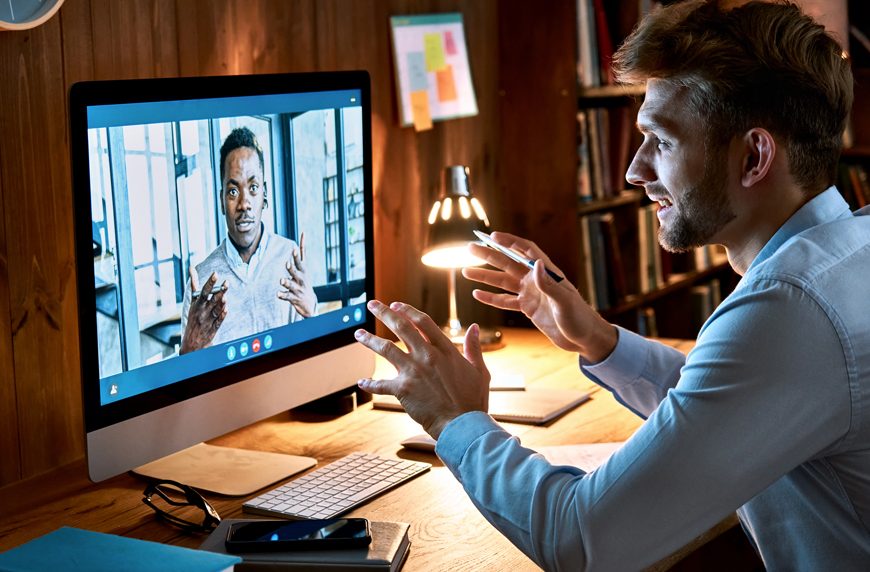 Recruiter helping a candidate have a more successful virtual interviewing experience